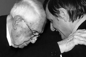 Carlo Bo e don Luigi Ciotti nel 1999 insieme al Premio Gentile da Fabriano