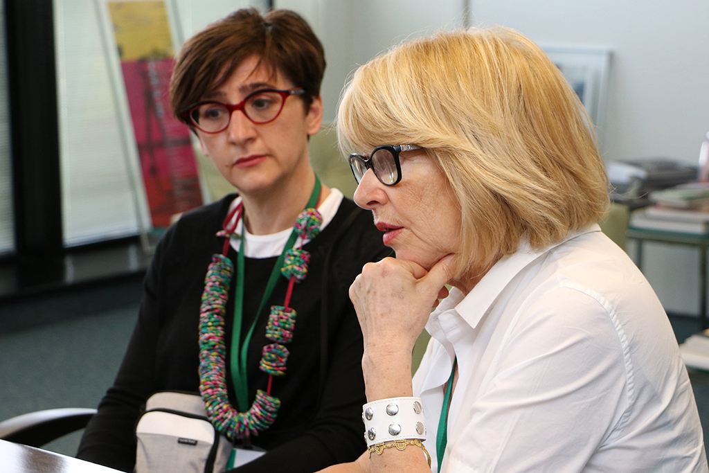 La professoressa Lella Mazzoli insieme alla dottoressa Stefania Antonioni
